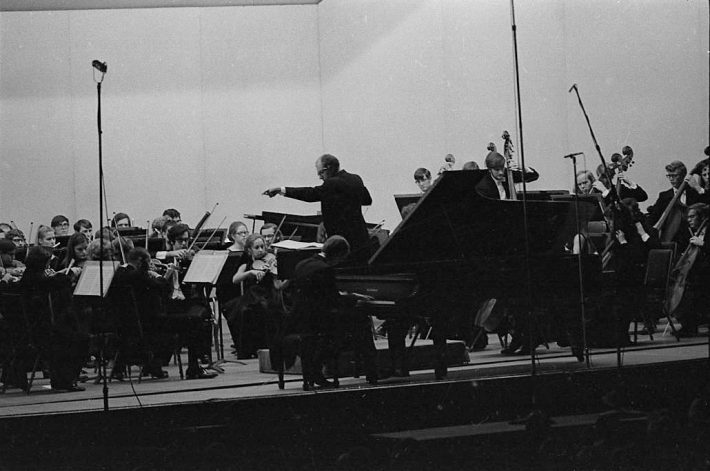 Walter Hendl leads the Eastman Philharmonia as Paul Hoffman is soloist in music of Rachmaninoff.