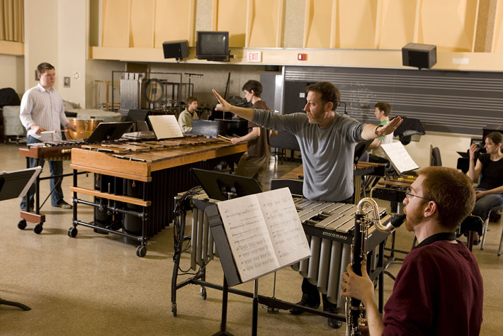 Brad Lubman rehearsing Musica Nova in Steve Reich's Music for 18 Musicians